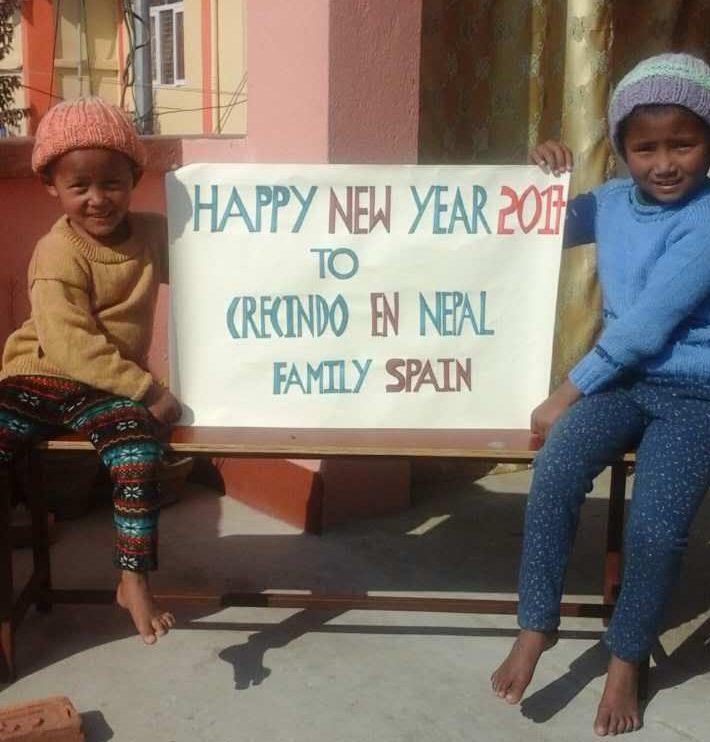 Las niñas nos envían sus mejores deseos desde Nepal